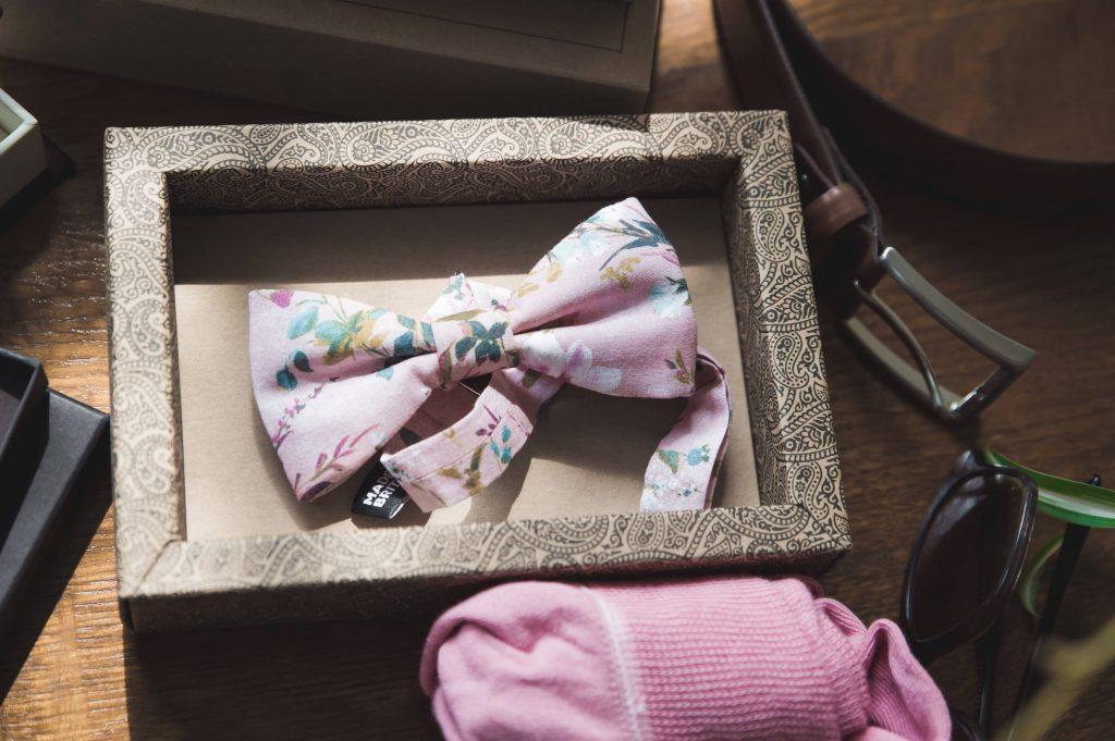 Get Ready Foto - Fliege in rosa und Accessoires